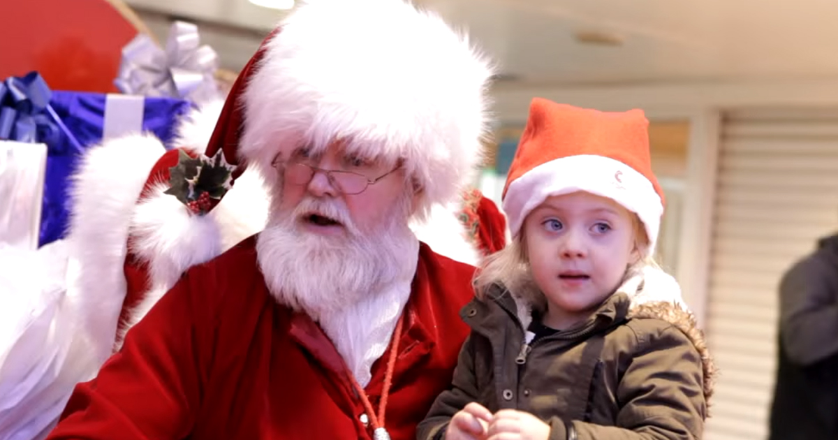santa-with-child-on-lap
