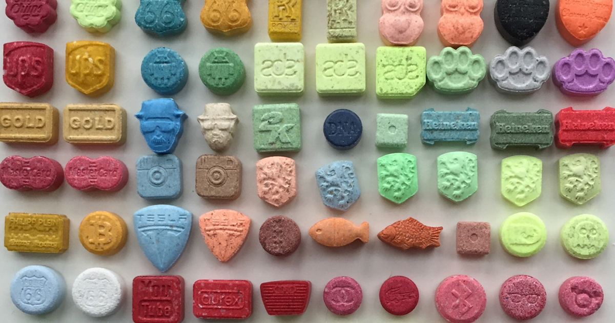 the dangers of the designer drug ecstasy Use of the illegal drug named ecstasy (mdma) has increased alarmingly in britain over the last few years, and in 1992 the british medical journal claimed that at least seven deaths and many s,evere adverse reactions have followed its use as a dance drug.
