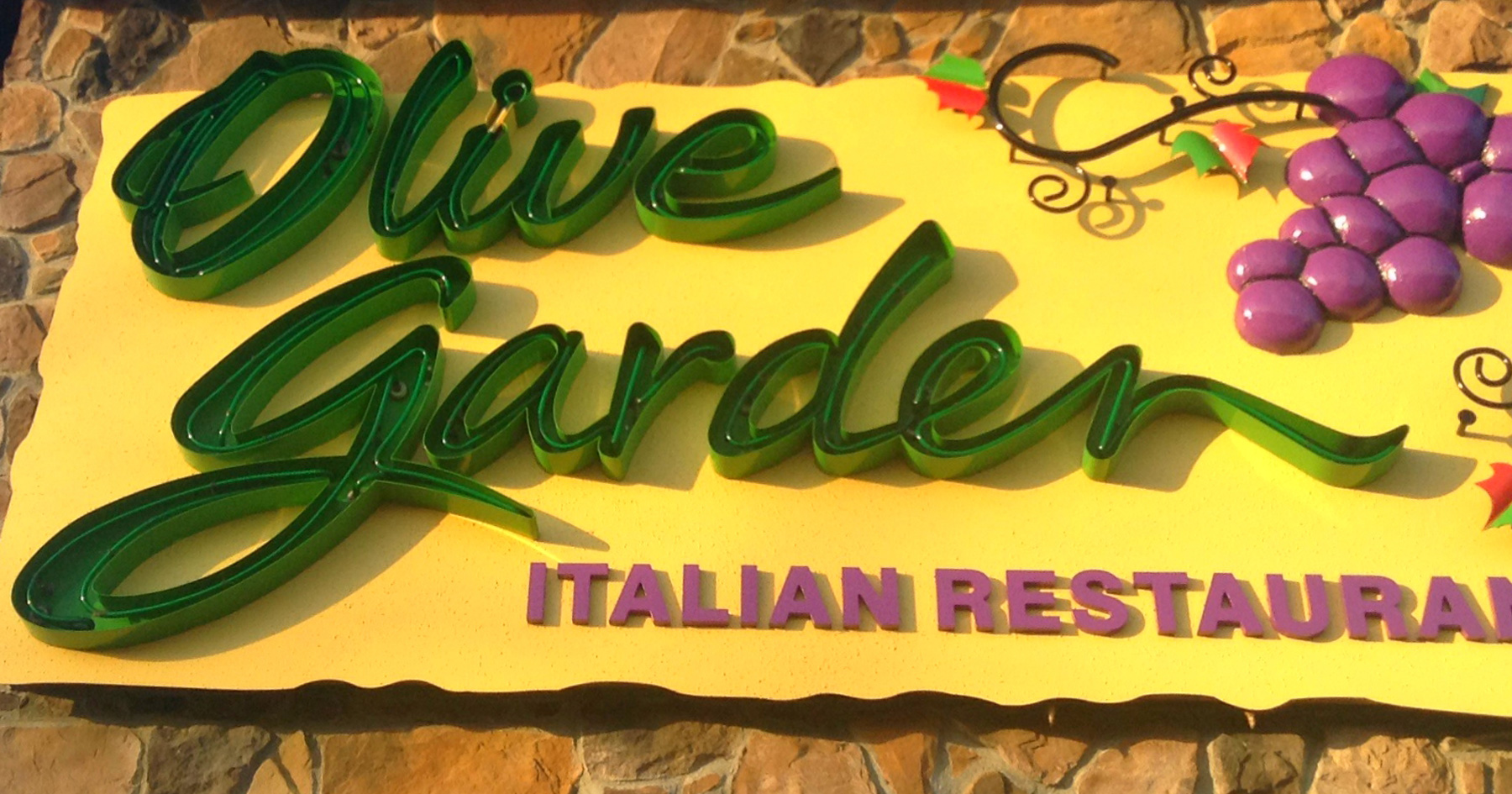 If Olive Garden Raises The Wage Here 39 S How Much It 39 Ll Cost You Attn