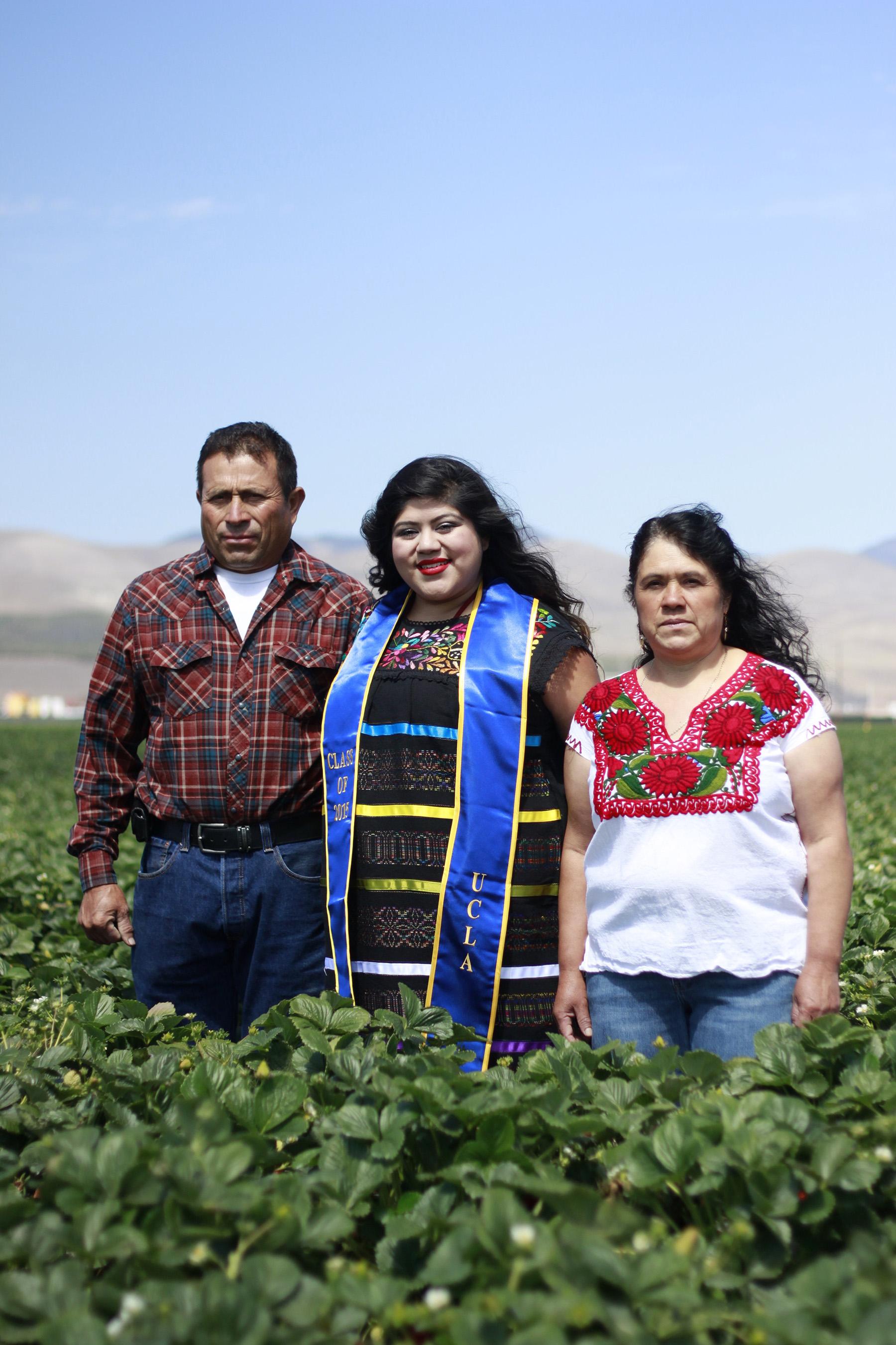 eunice-gonzalez-ucla-grad-with-parents