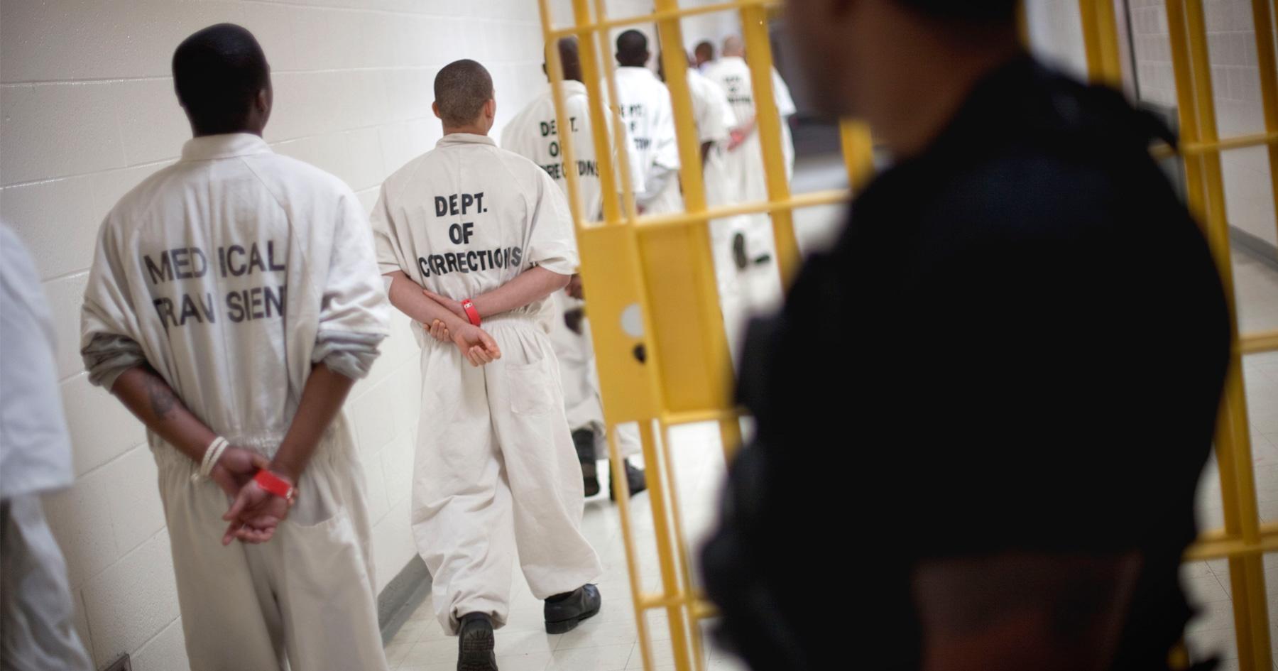 prisoners-walking-in-cell