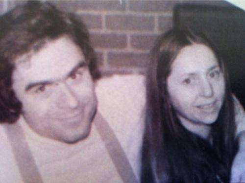 Picture of Ted Bundy with arm around girlfriend Elizabeth Kloepfer