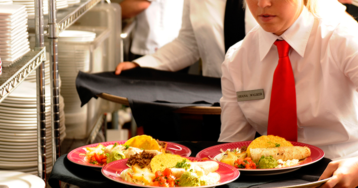 waiter-holding-tray-of-plates